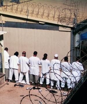 Дипломаты РФ встретились с россиянином в Гуантанамо